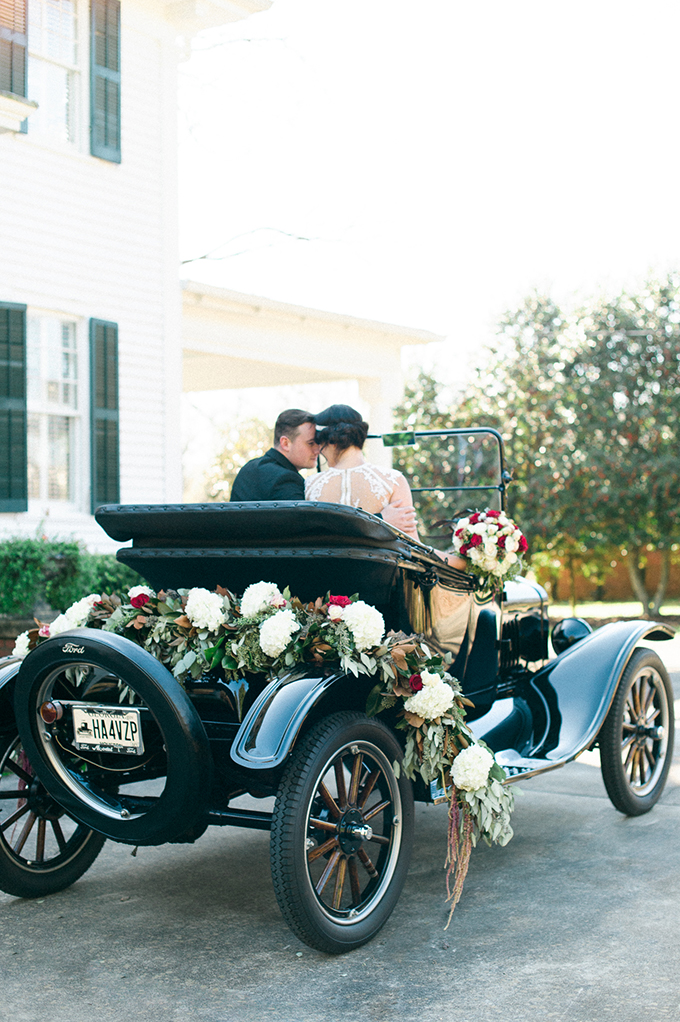 Grab some ideas for your own elegant and exquisite 1920s wedding
