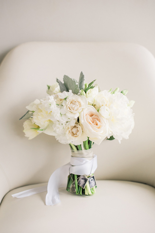 White bridal bouquet | Starfish Studios