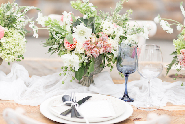 Textural floral centerpiece | Chris Loring Photography