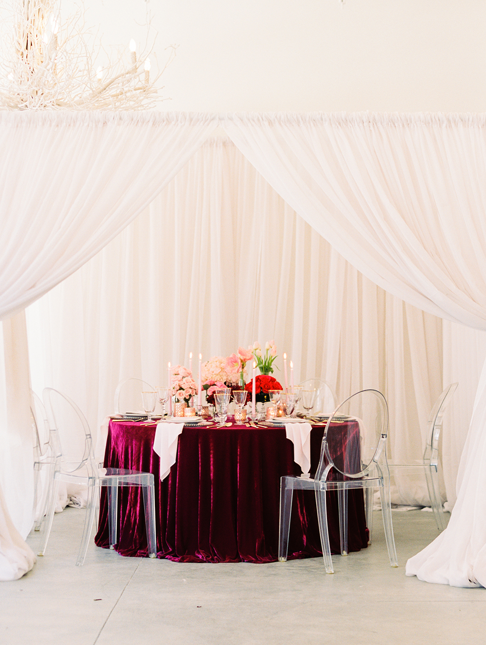 romantic wedding receptions - photo by Erin Stubblefield http://ruffledblog.com/chic-city-valentines-day-wedding-inspiration