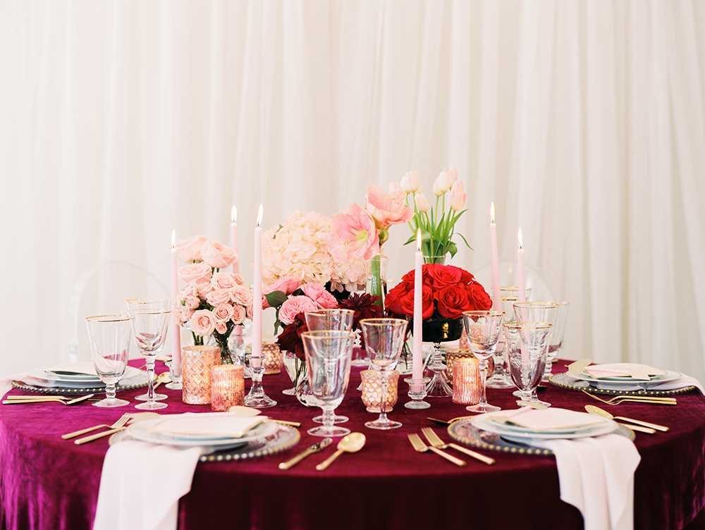 wedding tables - photo by Erin Stubblefield http://ruffledblog.com/chic-city-valentines-day-wedding-inspiration