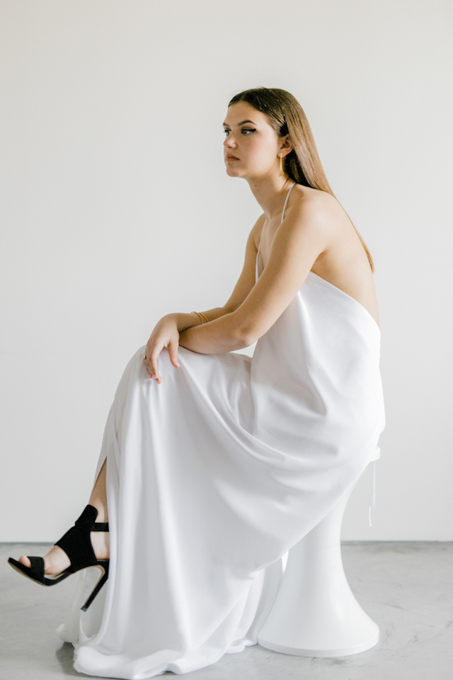 Minimalist wedding dress | 135 Milimetros