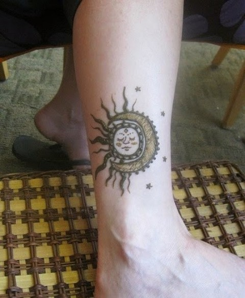 Original tattoo on the leg