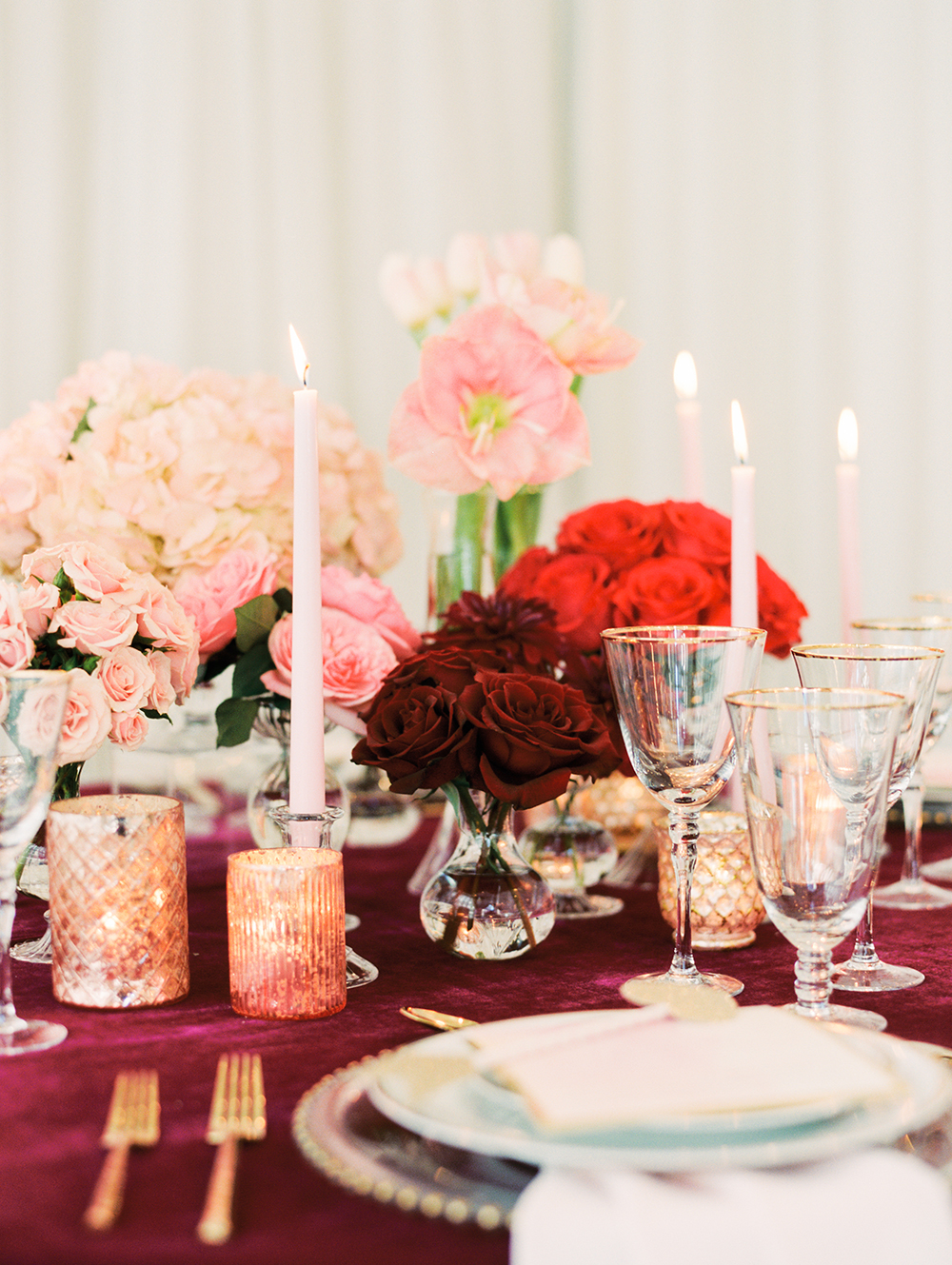 romantic tablescapes - photo by Erin Stubblefield http://ruffledblog.com/chic-city-valentines-day-wedding-inspiration