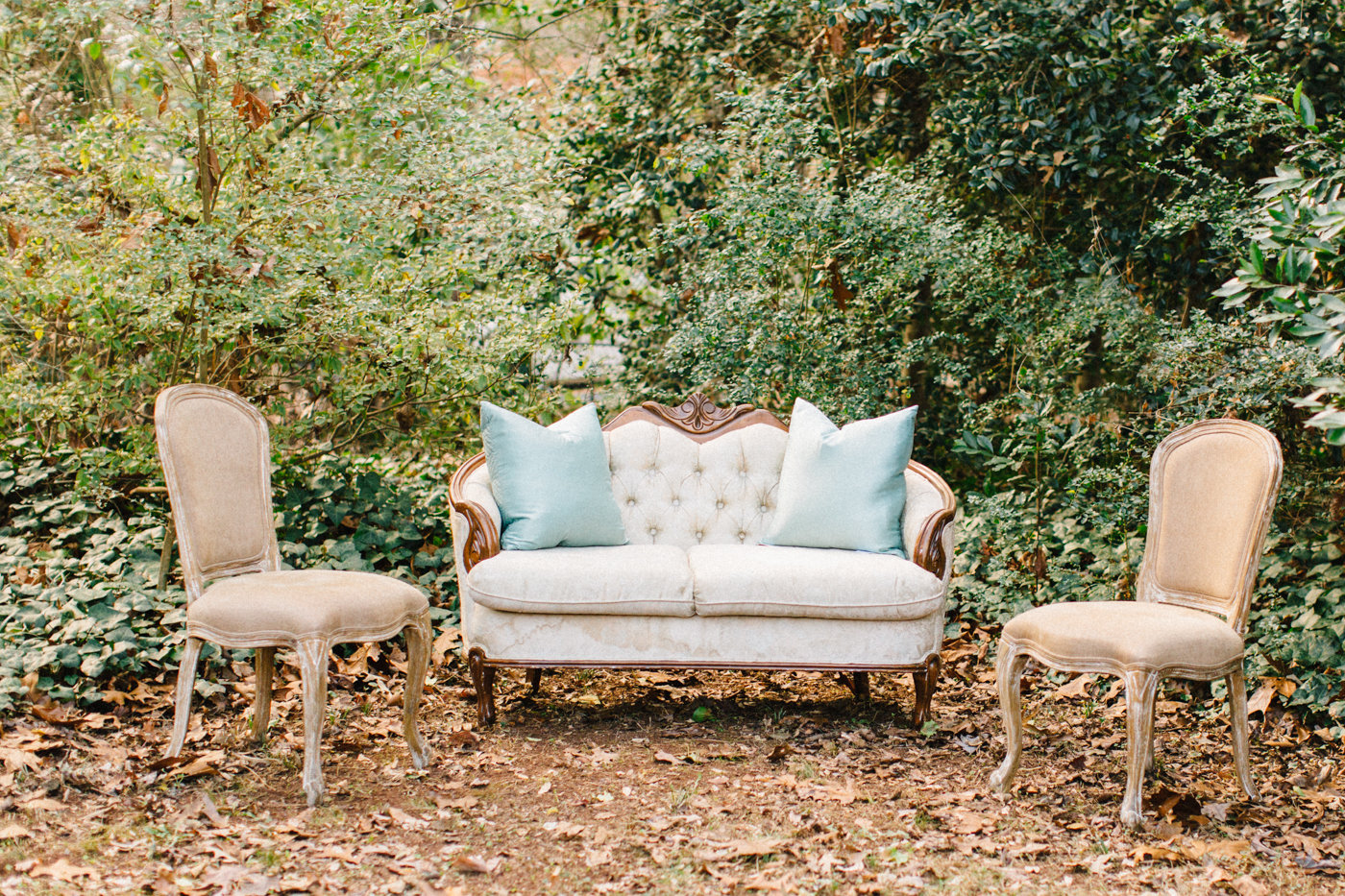 wedding lounge areas - photo by 4 Corners Photography http://ruffledblog.com/backyard-elopement-inspiration-for-valentines-day