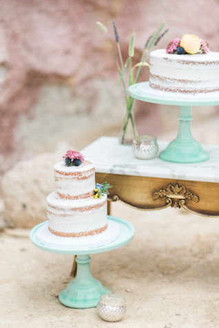 Mint colored wedding cake stand | Green Blossom Photography