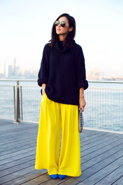 With black oversized sweater and blue pumps