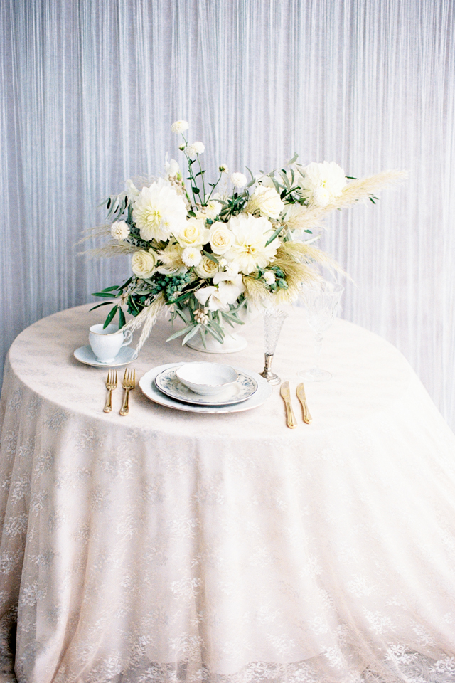 Classic intimate sweetheart table | Nadiya Niyazova Photography