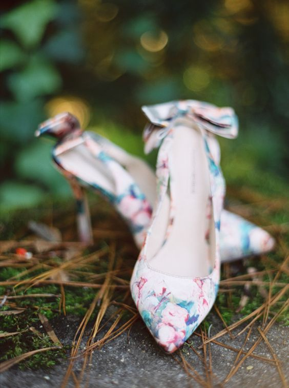 beautiful floral wedding shoes with bows look very delicate