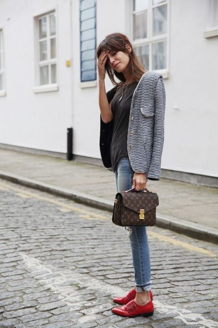 With black shirt, printed jacket, skinny jeans and printed small bag