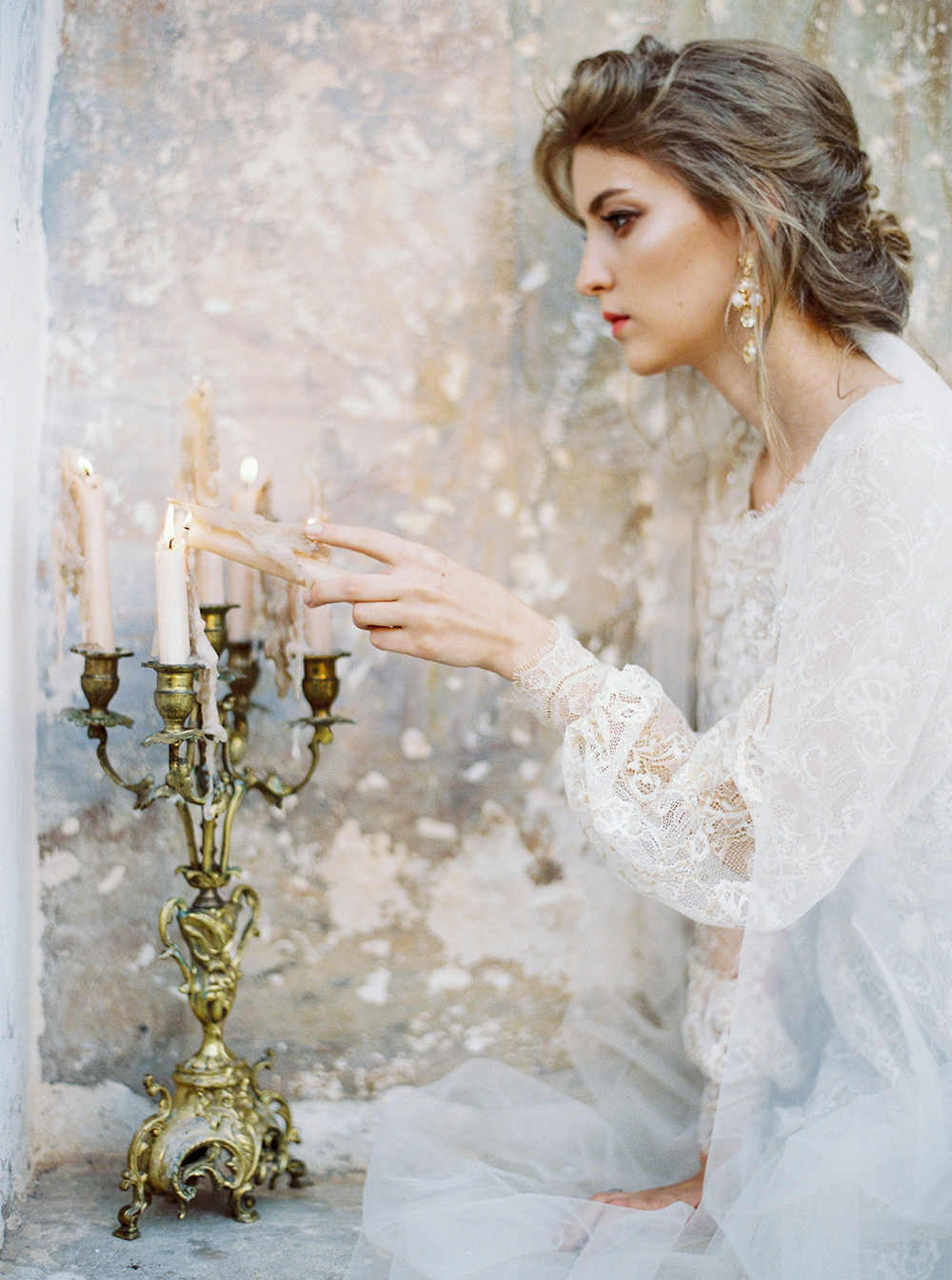 estate wedding ideas - photo by Zhenya Savina http://ruffledblog.com/russian-swan-princess-bridal-inspiration