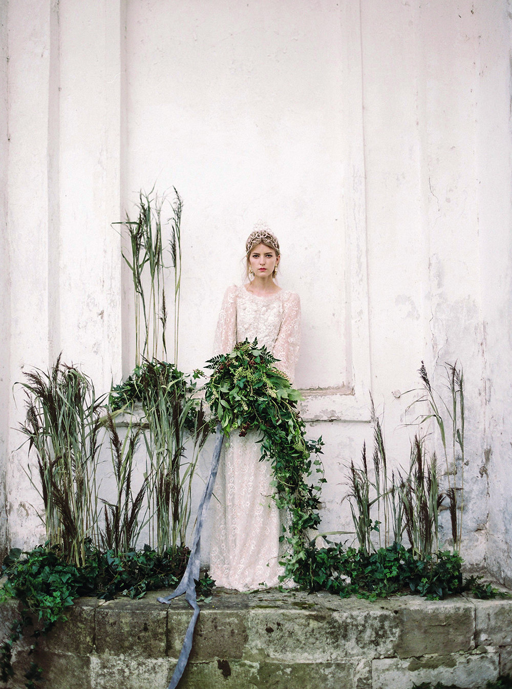 greenery backdrops - photo by Zhenya Savina http://ruffledblog.com/russian-swan-princess-bridal-inspiration