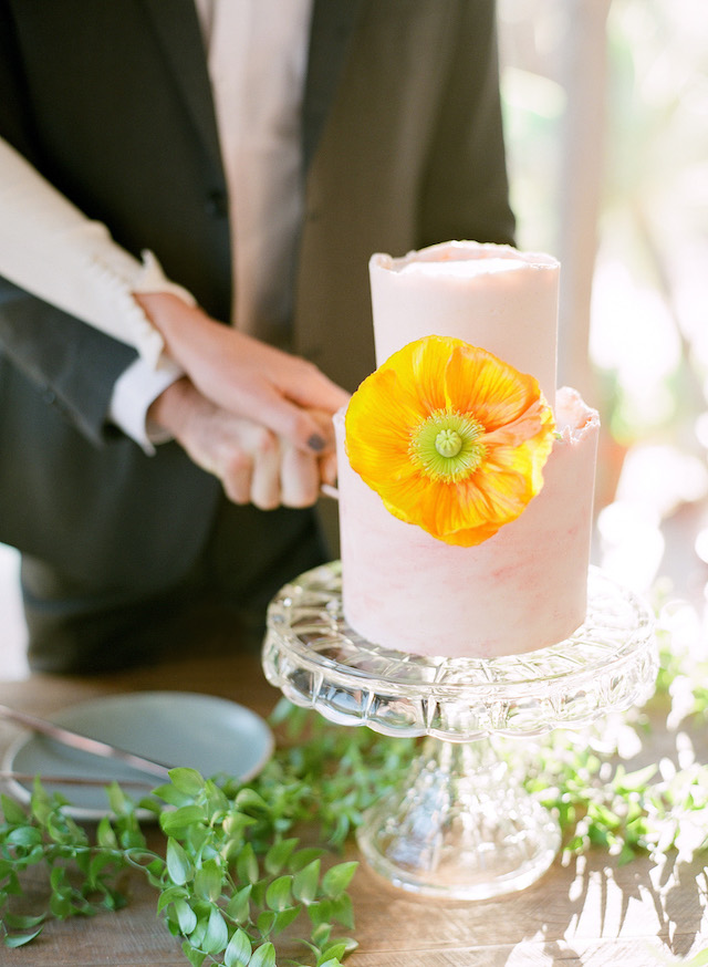 Chic wedding cake | Lacie Hansen Photography