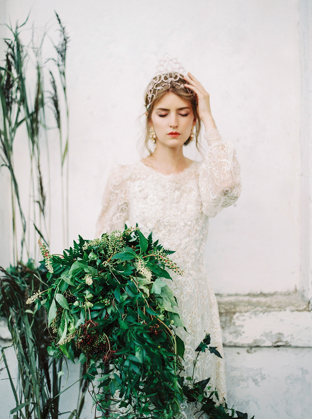 romantic bridal inspiration - photo by Zhenya Savina http://ruffledblog.com/russian-swan-princess-bridal-inspiration