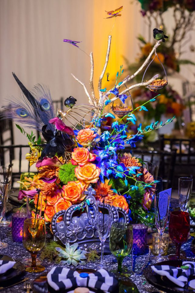 The wedding tables were decorated boldly, uniting the crazy Dali's works inspiration and Alice in Wonderland ideas