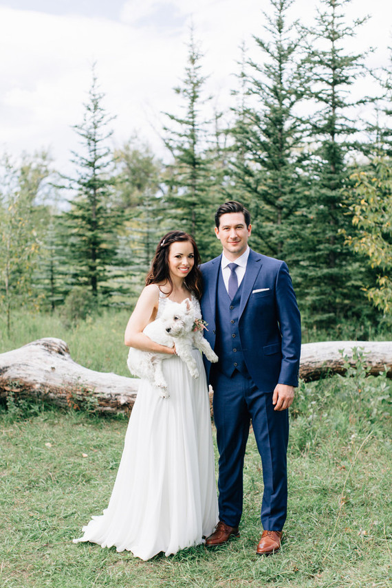 This couple chose a lake house for the venue and the beautiful nature around became a perfect backdrop