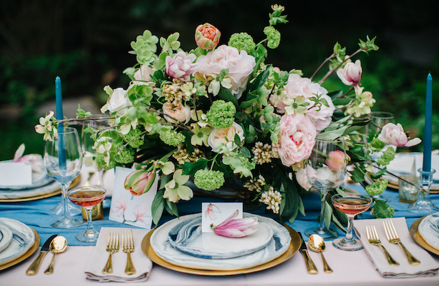 Rose Quartz and Pantone Serenity Blue wedding tablescape | Greta Tucker Photographer