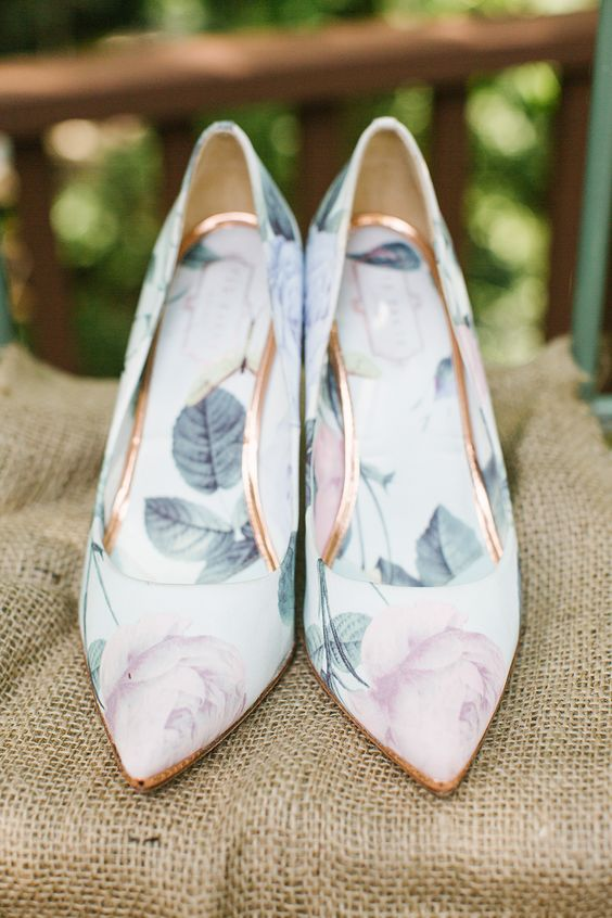 sweet floral wedding shoes with copper lines look very girlish