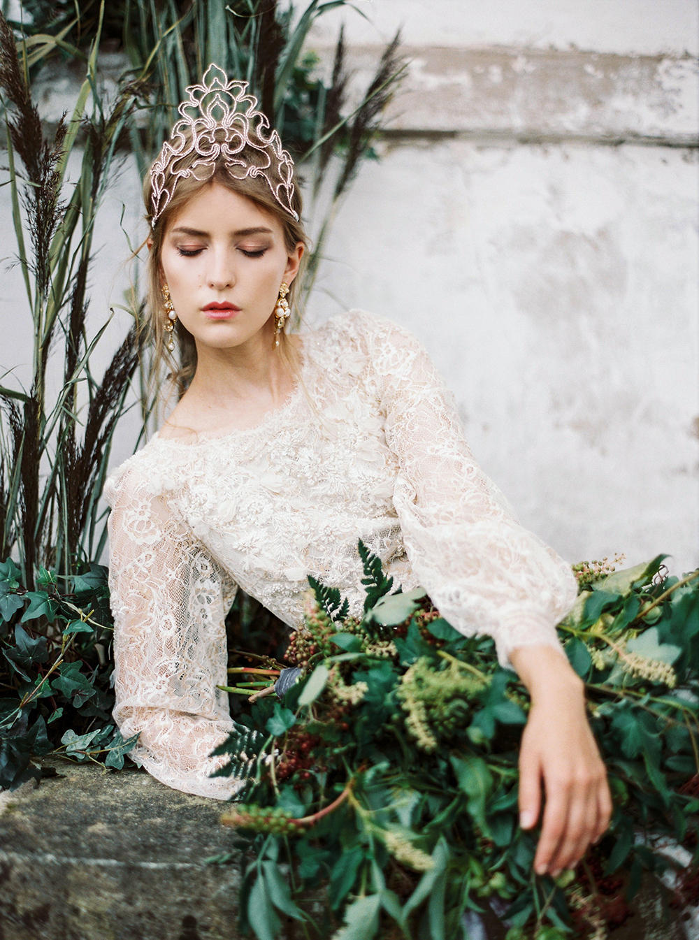 bridal inspiration - photo by Zhenya Savina http://ruffledblog.com/russian-swan-princess-bridal-inspiration
