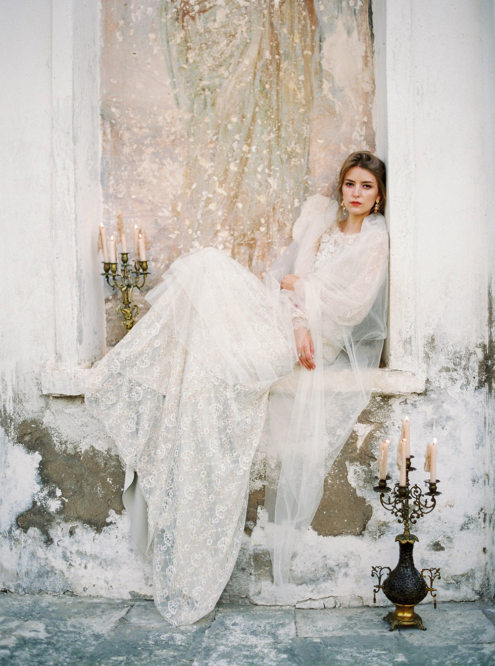 Russian wedding inspiration - photo by Zhenya Savina http://ruffledblog.com/russian-swan-princess-bridal-inspiration