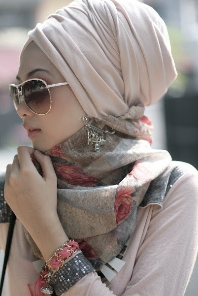 Muslim girls in sunglasses