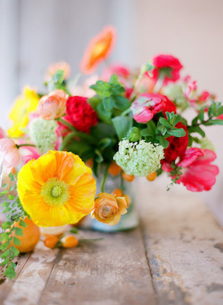 Colorful poppy centerpiece | Lacie Hansen Photography