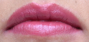 L'Oreal Colour Riche lipstick Blushing Berry swatch