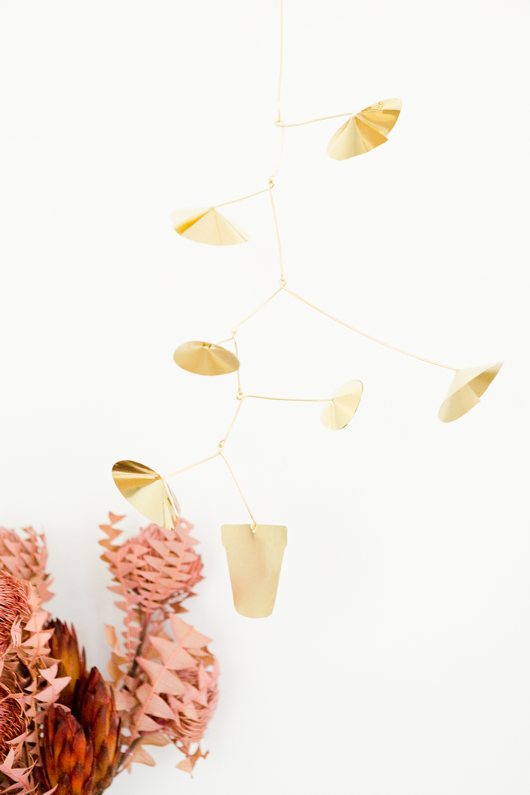 DIY Brass Plant Mobile - free template and how-to http://ruffledblog.com/diy-plant-brass-mobile