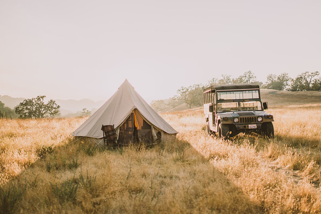 safari weddings - photo by Michelle Roller http://ruffledblog.com/wild-safari-inspiration-shoot-with-a-jeep