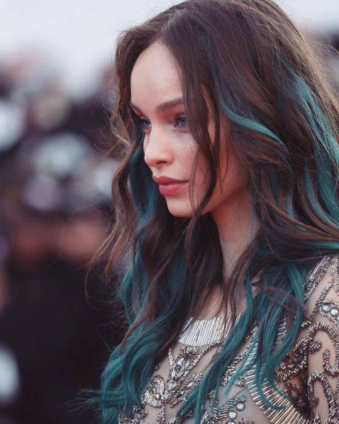 natural chestnut hair with teal locks looks cute