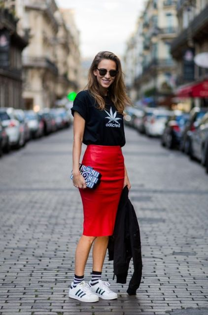 With black t-shirt, white sneakers and printed clutch
