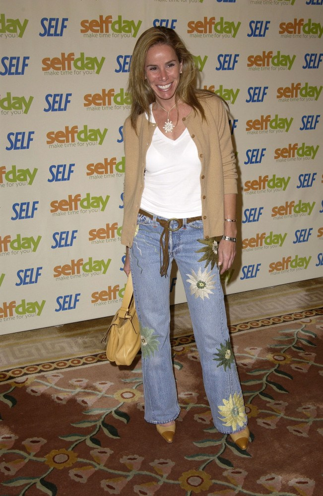 Outfits with Boot Cut Jeans - 19 Ideas on How to Wear Bootcut Jeans