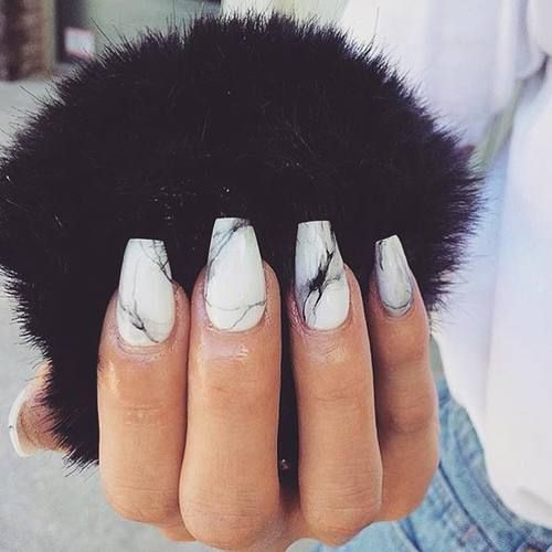 marble nails in black and white look very chic