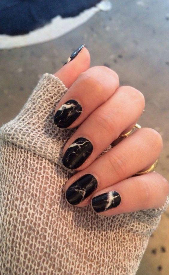 black marble nails fit many occasions and maybe are even suitable for work