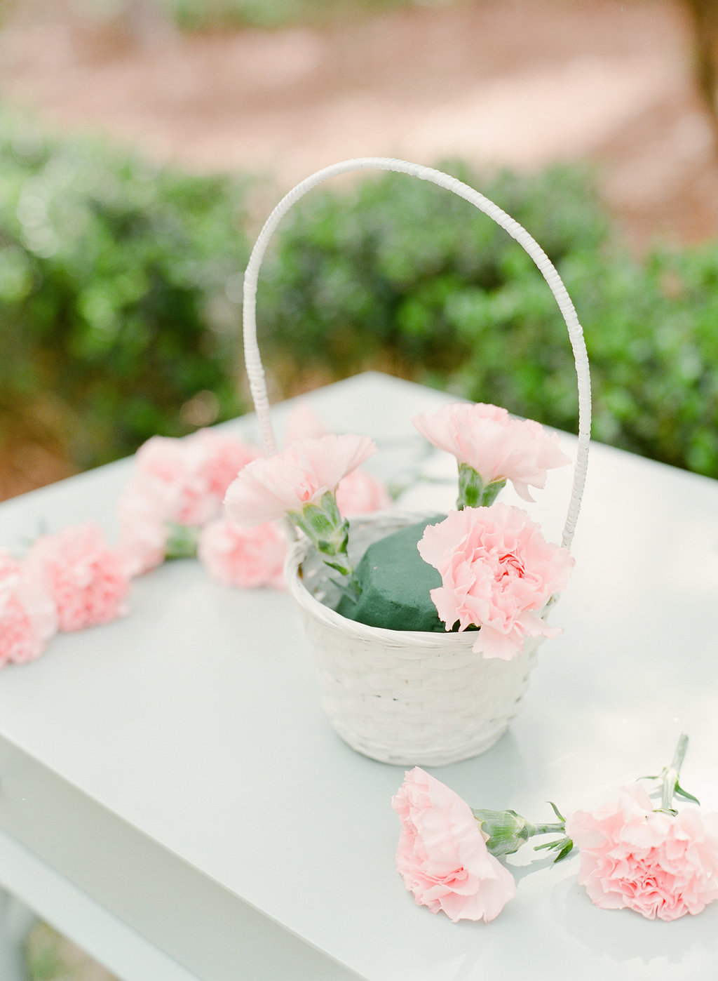 Easter flowers - photo by The Happy Bloom http://ruffledblog.com/happy-bright-easter-party-inspiration