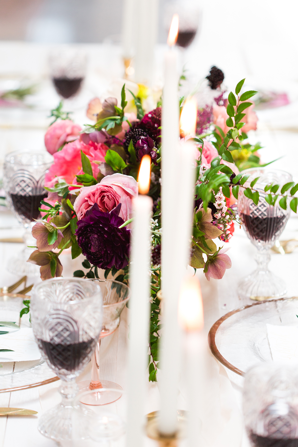wedding centerpieces - photo by Lauren Lee Photography http://ruffledblog.com/modern-grecian-inspired-wedding-ideas