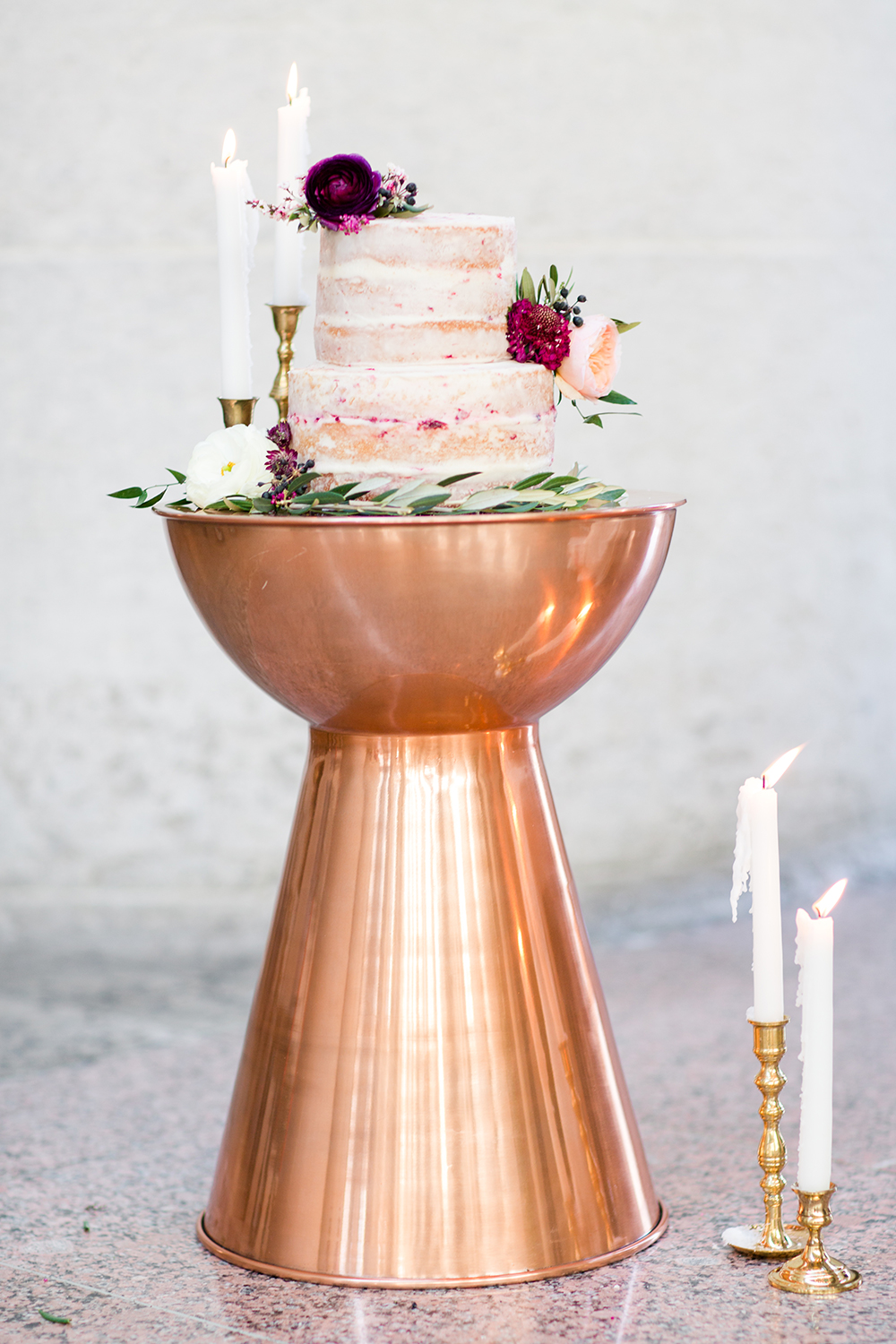 wedding cake displays - photo by Lauren Lee Photography http://ruffledblog.com/modern-grecian-inspired-wedding-ideas