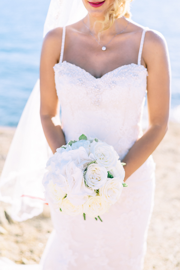 She was carrying an all-white bouquet for an elegant look