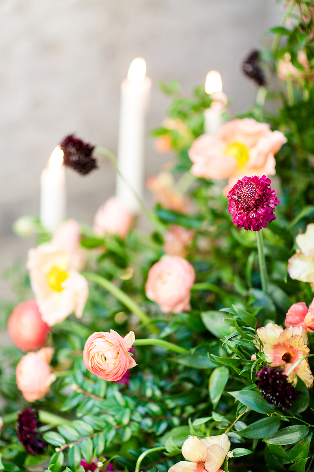 wedding flowers - photo by Lauren Lee Photography http://ruffledblog.com/modern-grecian-inspired-wedding-ideas
