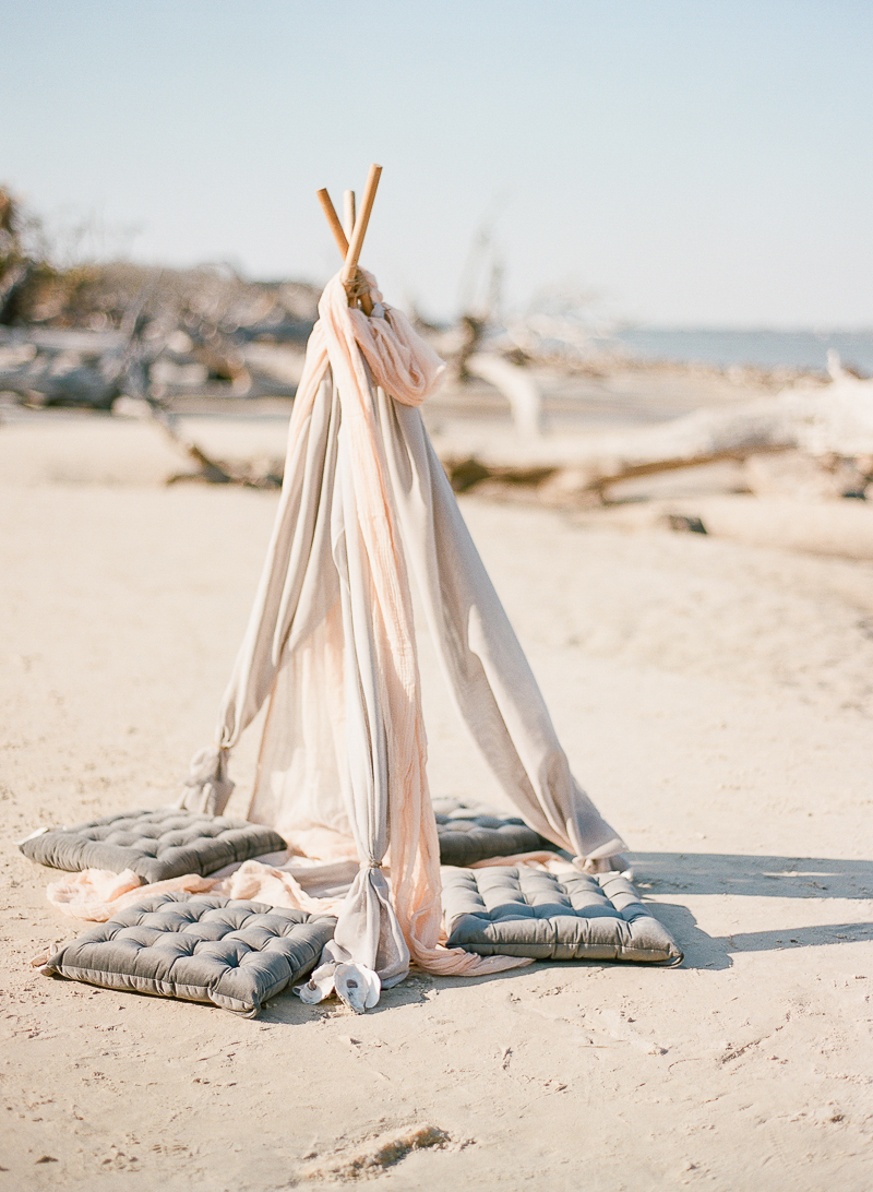 beach wedding decor - photo by The Ganeys http://ruffledblog.com/intimate-wedding-inspiration-on-driftwood-beach