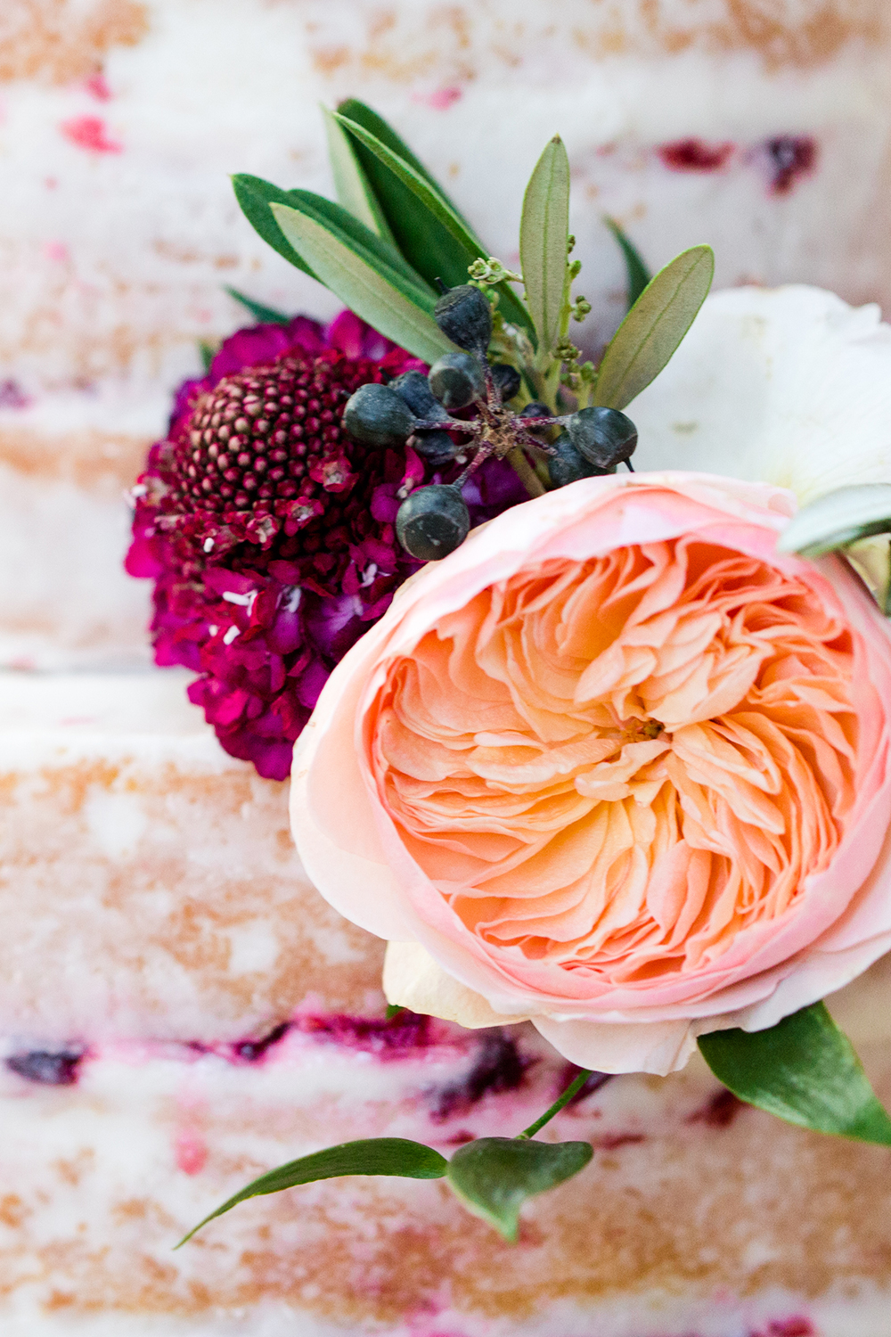 wedding cake flowers - photo by Lauren Lee Photography http://ruffledblog.com/modern-grecian-inspired-wedding-ideas