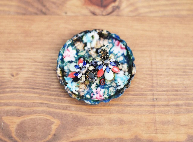 Floral jewelry dish | Lauren Gabrielle Photography