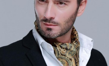ef4aa  Ascot Scarf style for men.jpg
