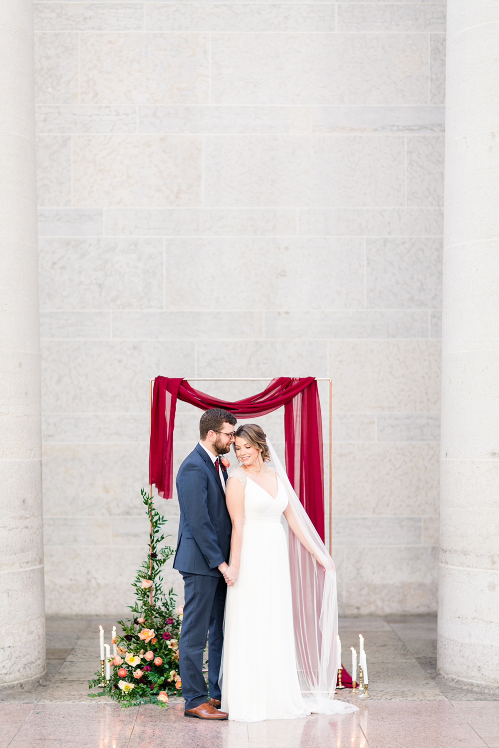 wedding inspiration - photo by Lauren Lee Photography http://ruffledblog.com/modern-grecian-inspired-wedding-ideas