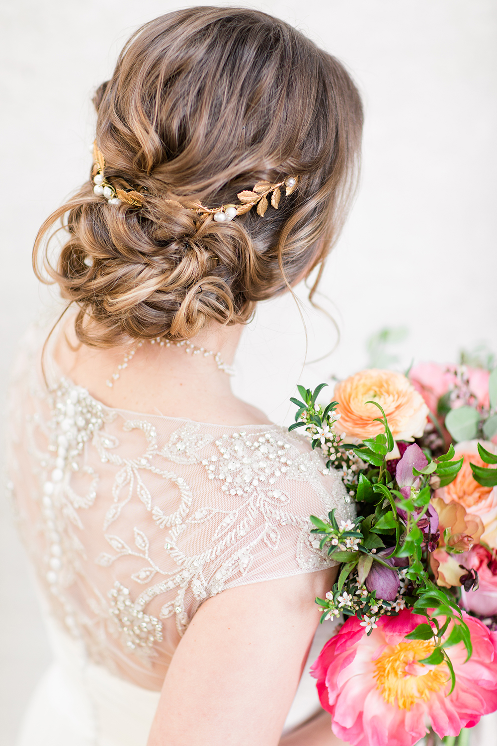 wedding hair - photo by Lauren Lee Photography http://ruffledblog.com/modern-grecian-inspired-wedding-ideas