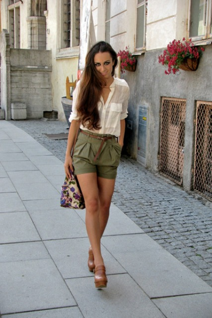 With white shirt, brown platform shoes and printed bag