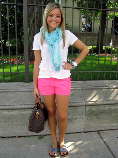 With white shirt, light blue scarf, printed bag and slide sandals