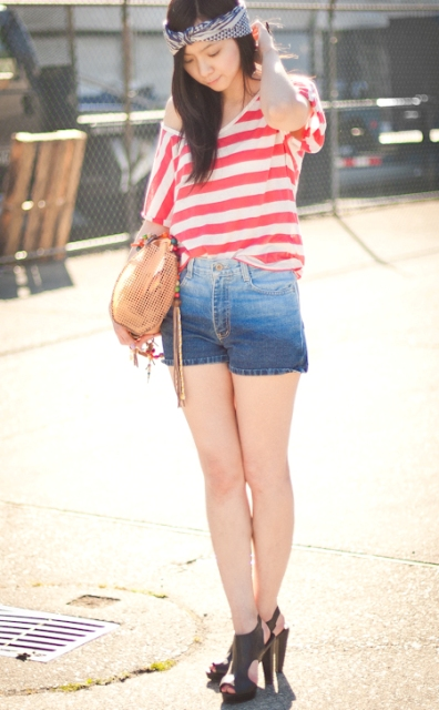With striped loose shirt, beige bag and black heels