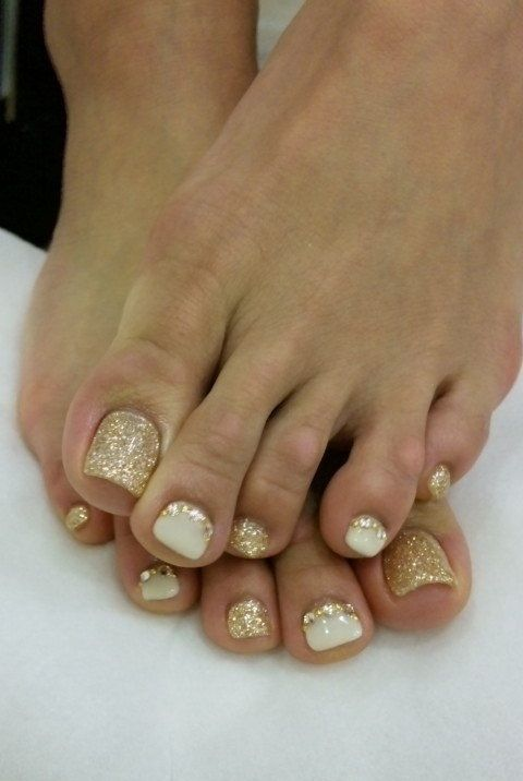 gold glitter nails and white ones with gold glitter touches