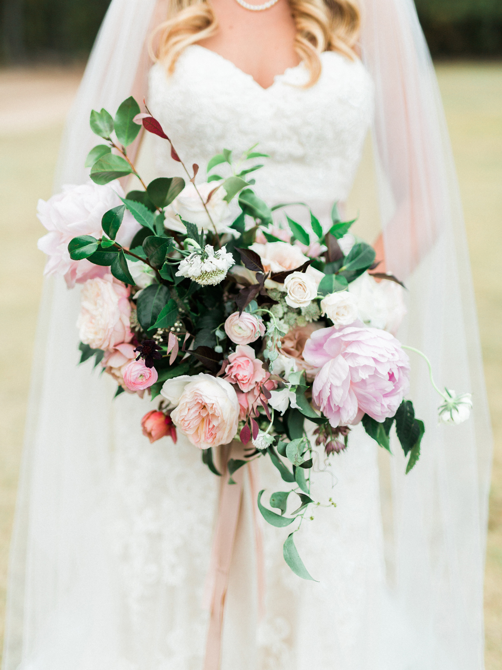garden wedding bouquets - photo by Elisabeth Carol Photography http://ruffledblog.com/picturesque-garden-wedding-at-white-sparrow-barn